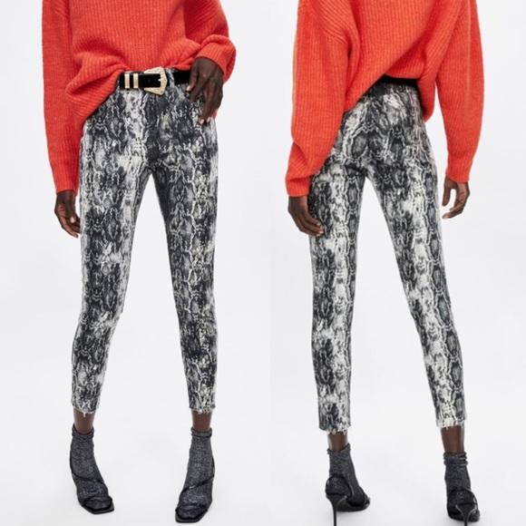 Zara   Raw Hem Grey Snake Print Skinny Ankle Jeans